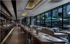 一家西餐厅呈现出两个风格,看光柏士照明怎么设计