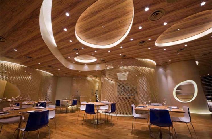 餐饮空间的灯光特点使人产生错落有致的主体感和区域层次感