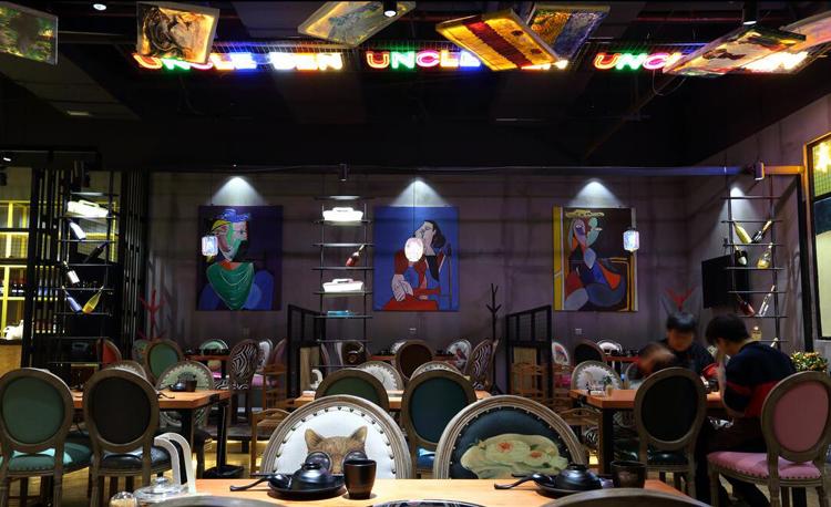 """在""""颜值即是正义""""的食代,餐厅需要好的灯光照射菜品"""