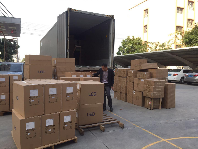 外贸货柜装箱完毕,宝马娱乐APP手机版|官方网站餐饮照明也畅销海外