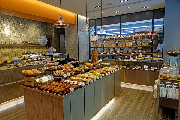 论面包店装修灯光设计的重要性