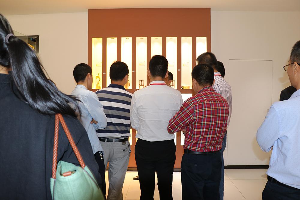 热烈欢迎深圳盛和西塾参观汉的电气商照事业部-耀久游戏 - 官方网站餐饮照明