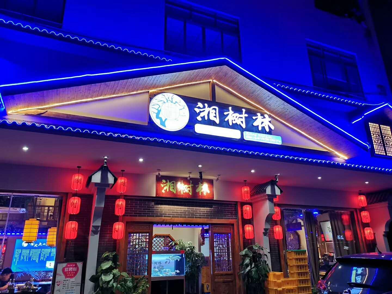 顾客一看到就进店的餐厅是这样做灯光设计的!